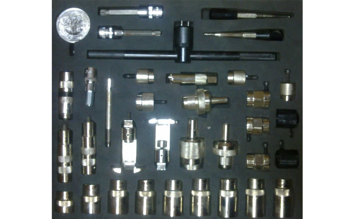 A set of tools and devices for repairing CR injectors BOSCH, DENSO