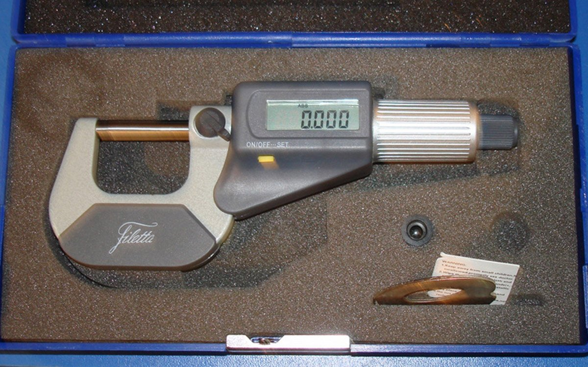 Dust and splashproof Micrometer with a digital indicator and a resolution scale of 0.001