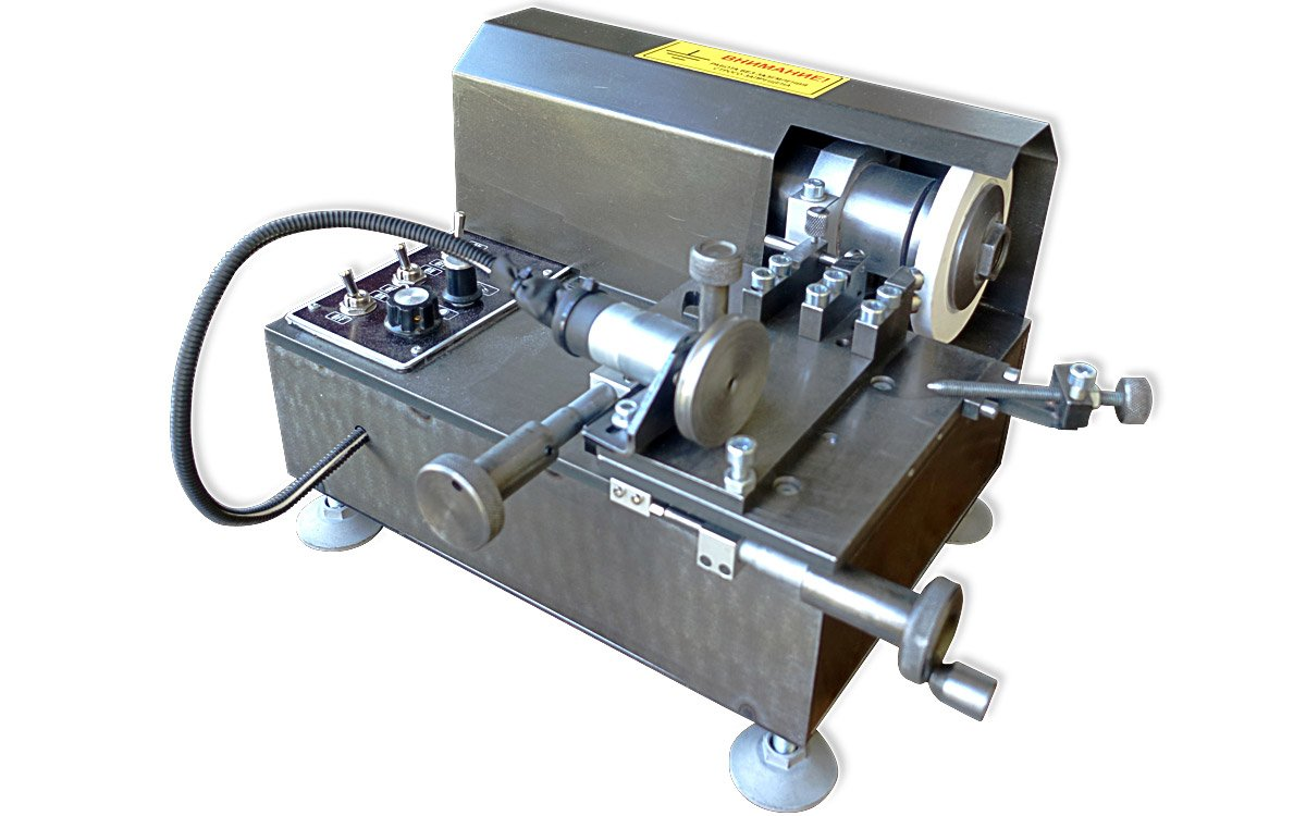 Grinding machine for restoration of the needle spray tips