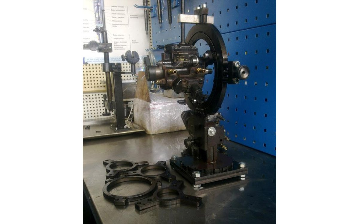 Universal jig for repairing fuel pumps